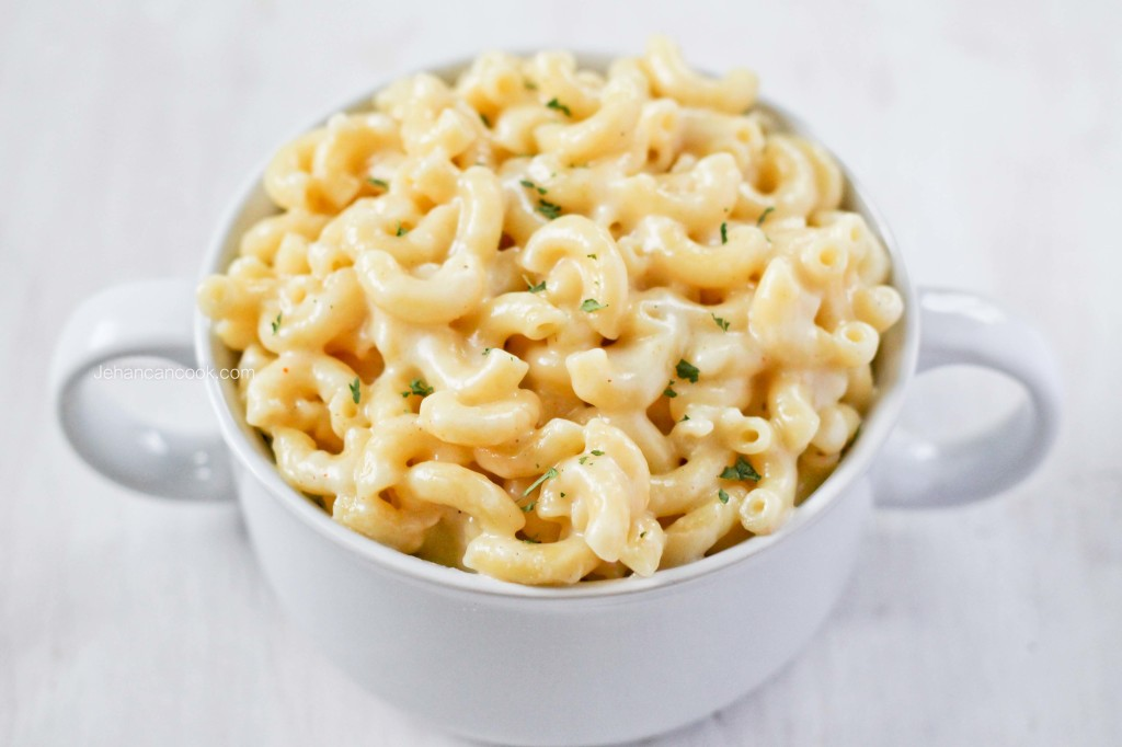 How do you make a bechamel sauce for macaroni and cheese